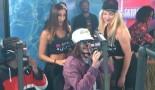 Après Rico, Lorenzo se fait aussi embarquer mais par deux actrices de Marc Dorcel en direct sur Planète Rap !