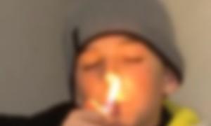 Un enfant de 9 ans rappe en insultant et fumant et crée la polémique (Vidéo)