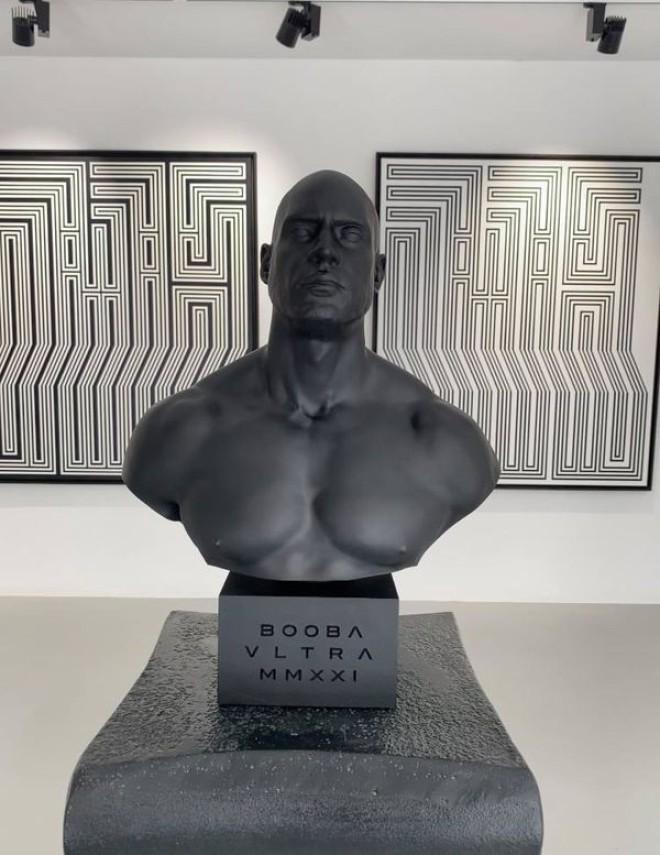 Booba voit son buste exposé dans une galerie d'art parisienne (photos)